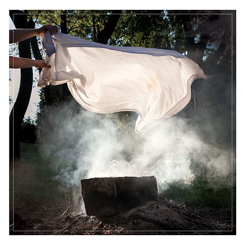Late Lives by Pianos Become The Teeth