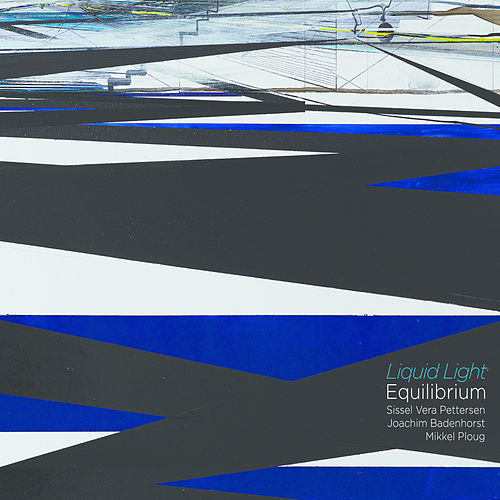 Liquid Light by Equilibrium