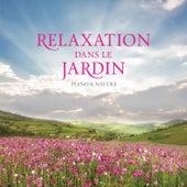 Relaxation Dans Le Jardin by Stuart Jones