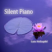 Silent Piano by Lutz Holzapfel