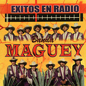 Exitos En Radio by Banda Maguey