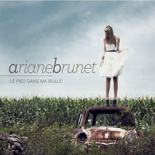 Le pied dans ma bulle by Ariane Brunet