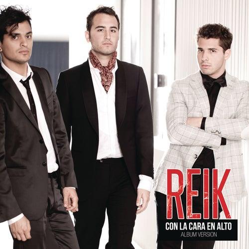 Con la Cara en Alto by Reik